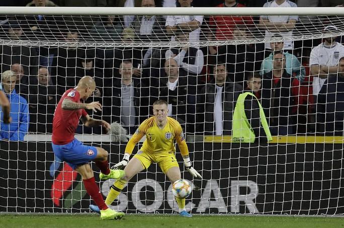 Euro 2020: Người Anh quyết không tin ở hoa hồng - Ảnh 3.