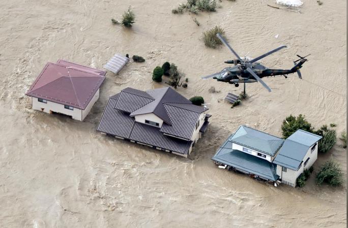 Nhật Bản gửi hàng chục ngàn binh sĩ cứu hộ siêu bão Hagibis - Ảnh 8.