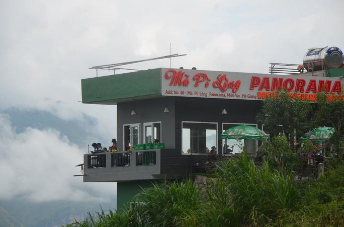 Cận cảnh công trình sai phạm Panorama ở Mã Pí Lèng được phủ xanh chờ tháo dỡ - Ảnh 4.