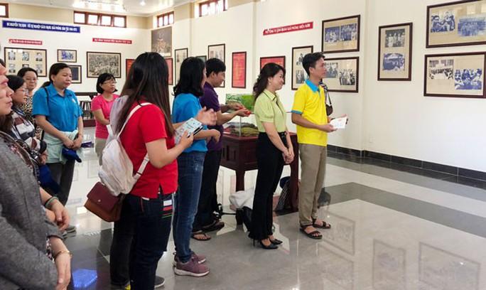 Cán bộ Công đoàn tìm hiểu chiến công của Nữ tướng Nguyễn Thị Định - Ảnh 1.