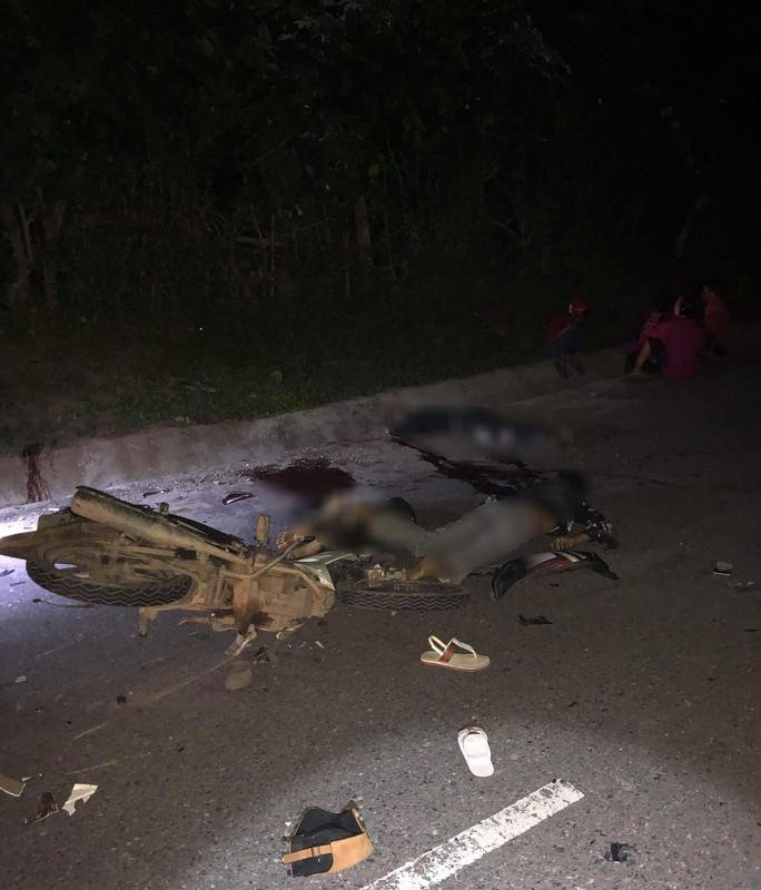 Xe máy đối đầu kinh hoàng khiến 4 người chết, 2 người bị thương - Ảnh 1.