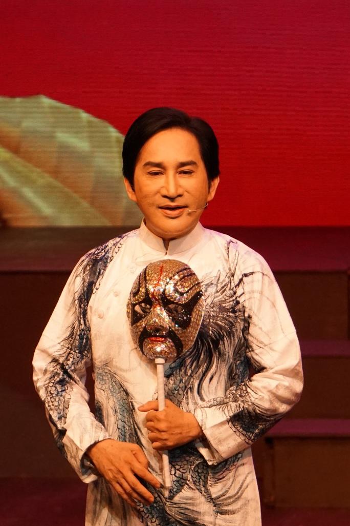 Khán giả Hà Nội xem live show của Kim Tử Long đến nửa đêm - Ảnh 3.