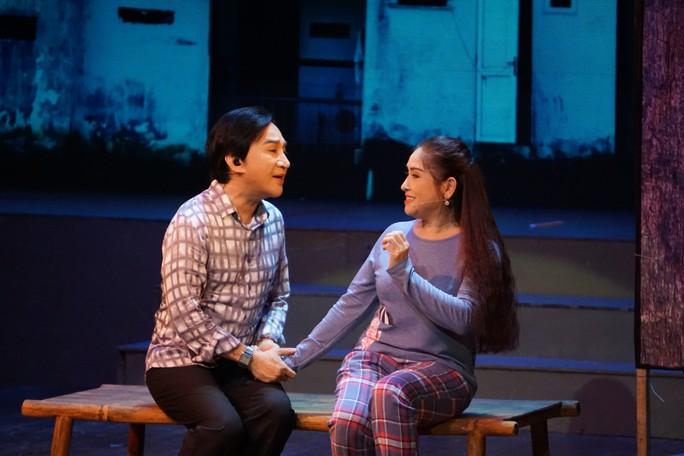 Khán giả Hà Nội xem live show của Kim Tử Long đến nửa đêm - Ảnh 4.
