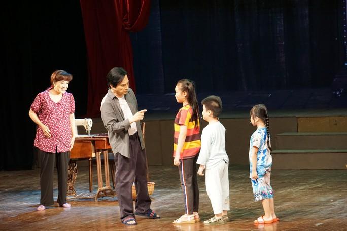 Khán giả Hà Nội xem live show của Kim Tử Long đến nửa đêm - Ảnh 5.