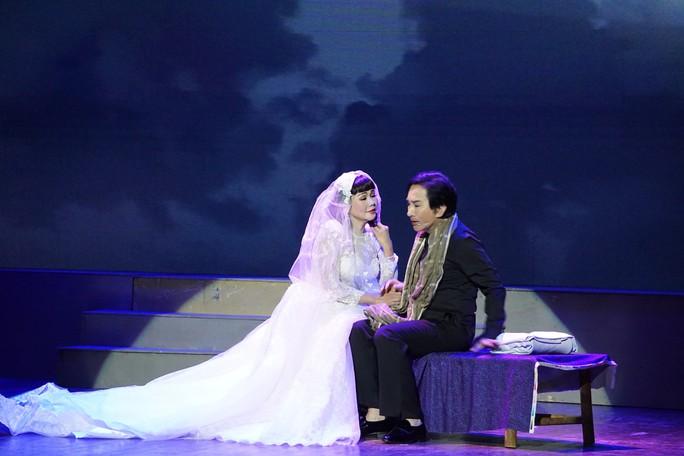 Khán giả Hà Nội xem live show của Kim Tử Long đến nửa đêm - Ảnh 7.