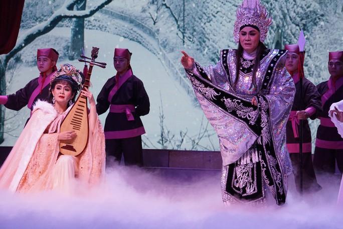 Khán giả Hà Nội xem live show của Kim Tử Long đến nửa đêm - Ảnh 9.