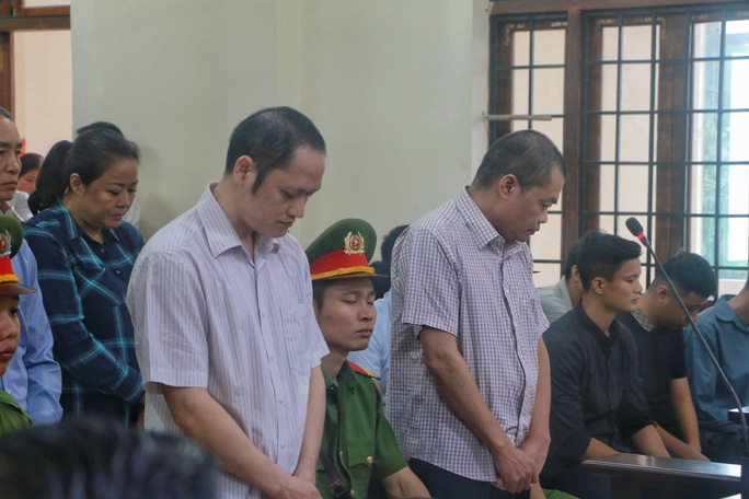 Vắng 101 người, toà xử vụ gian lận điểm thi ở Hà Giang vẫn tiếp tục - Ảnh 8.
