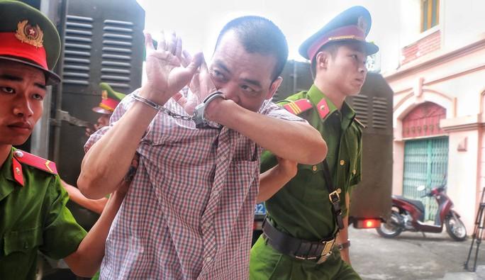 Vắng 101 người, toà xử vụ gian lận điểm thi ở Hà Giang vẫn tiếp tục - Ảnh 5.