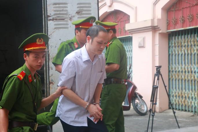 Vắng 101 người, toà xử vụ gian lận điểm thi ở Hà Giang vẫn tiếp tục - Ảnh 6.