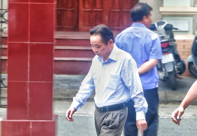 Vắng 101 người, toà xử vụ gian lận điểm thi ở Hà Giang vẫn tiếp tục - Ảnh 1.