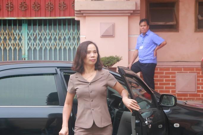 Vắng 101 người, toà xử vụ gian lận điểm thi ở Hà Giang vẫn tiếp tục - Ảnh 4.