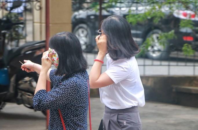 Vắng 101 người, toà xử vụ gian lận điểm thi ở Hà Giang vẫn tiếp tục - Ảnh 2.