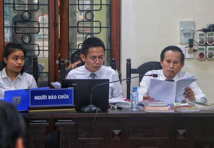 Vắng 101 người, toà xử vụ gian lận điểm thi ở Hà Giang vẫn tiếp tục - Ảnh 10.