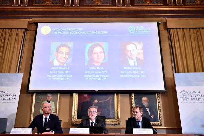 Trao Nobel Kinh tế cho nỗ lực giảm nghèo - Ảnh 1.