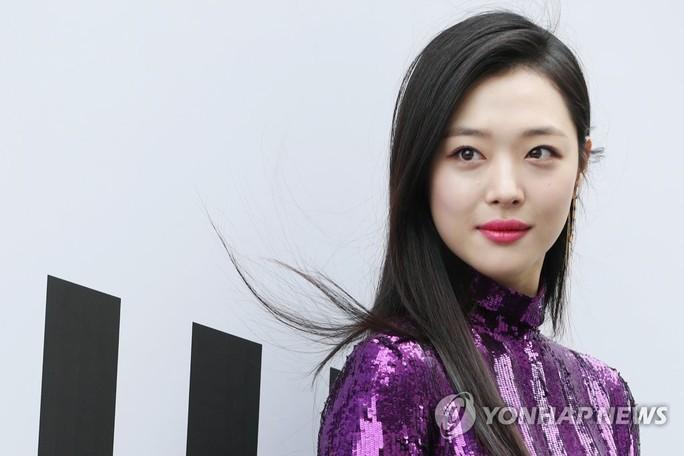 Nữ ca sĩ, diễn viên Hàn Quốc Sulli chết ở tuổi 25, nghi tự tử - Ảnh 1.