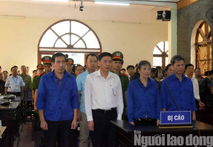 Xử vụ gian lận điểm thi ở Sơn La: Tòa yêu cầu áp giải một số nhân chứng - Ảnh 8.