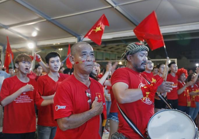 Hành trình hát vì đội tuyển: Cất cao tiếng hát từ trái tim gởi đến đội tuyển - Ảnh 2.