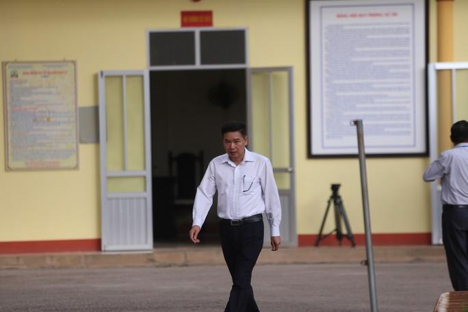 Xử vụ gian lận điểm thi ở Sơn La: Tòa yêu cầu áp giải một số nhân chứng - Ảnh 3.