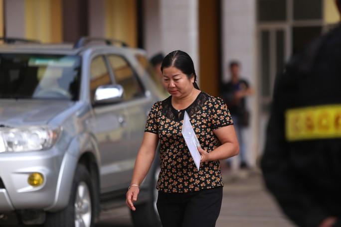 Xử vụ gian lận điểm thi ở Sơn La: Tòa yêu cầu áp giải một số nhân chứng - Ảnh 7.