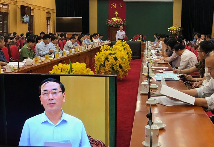 Bộ trưởng Nguyễn Thị Kim Tiến trò chuyện với người dân về chất lượng dịch vụ y tế - Ảnh 10.