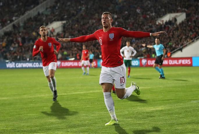 CĐV Bulgaria chào kiểu phát xít, chủ nhà thảm bại trước tuyển Anh - Ảnh 4.