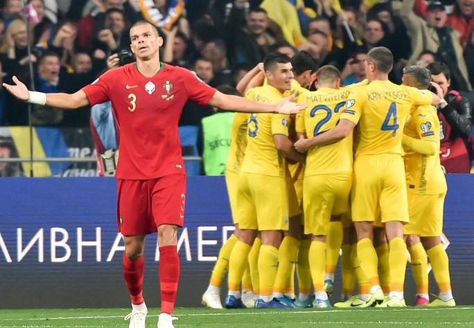 Ronaldo lập kỷ lục, Bồ Đào Nha vẫn trắng tay trước Ukraine - Ảnh 8.