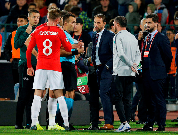 CĐV Bulgaria chào kiểu phát xít, chủ nhà thảm bại trước tuyển Anh - Ảnh 6.