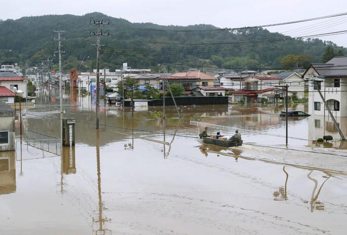 Nhật Bản: Siêu bão Hagibis đẩy nước của 200 con sông tràn bờ - Ảnh 4.