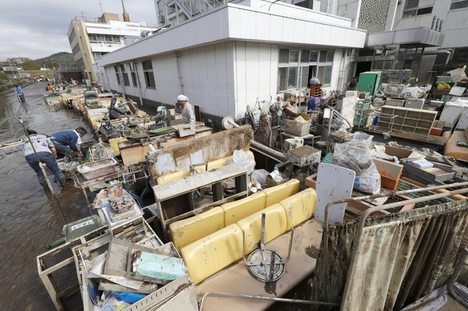 Nhật Bản: Siêu bão Hagibis đẩy nước của 200 con sông tràn bờ - Ảnh 5.