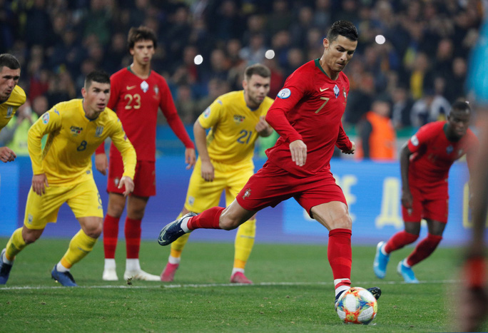 Ronaldo lập kỷ lục, Bồ Đào Nha vẫn trắng tay trước Ukraine - Ảnh 4.