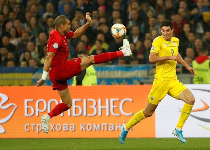 Ronaldo lập kỷ lục, Bồ Đào Nha vẫn trắng tay trước Ukraine - Ảnh 2.