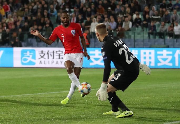 CĐV Bulgaria chào kiểu phát xít, chủ nhà thảm bại trước tuyển Anh - Ảnh 5.
