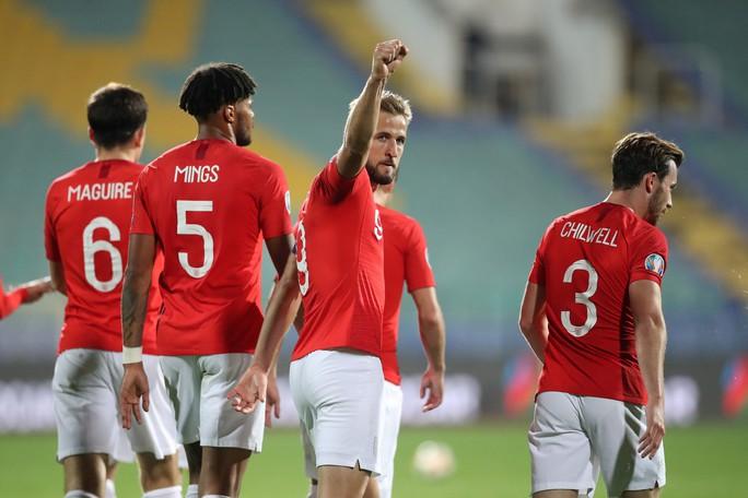 CĐV Bulgaria chào kiểu phát xít, chủ nhà thảm bại trước tuyển Anh - Ảnh 9.
