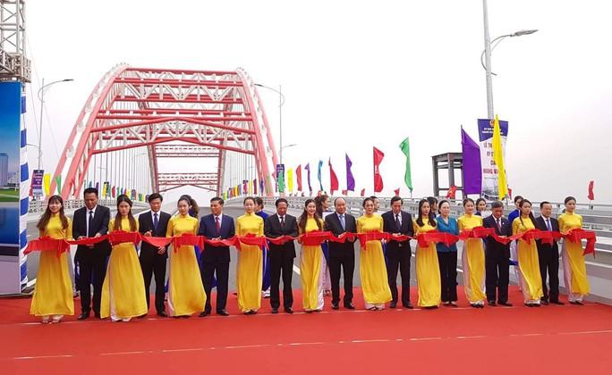 Thủ tướng Nguyễn Xuân Phúc: Không vì lợi ích kinh tế mà bỏ qua môi trường - Ảnh 1.
