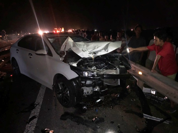 Hai vợ chồng và con trai chết thảm sau cú va chạm với ôtô - Ảnh 1.
