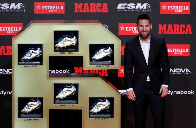 Nhận Chiếc giày vàng thứ 6, Messi tri ân hai nhân vật đặc biệt - Ảnh 9.