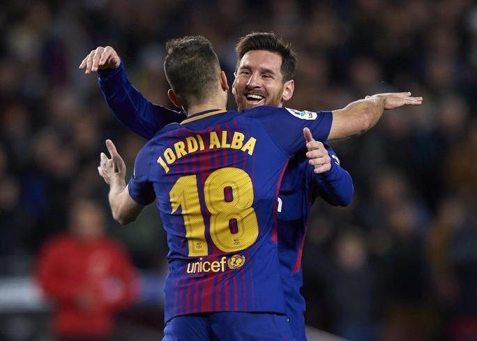 Nhận Chiếc giày vàng thứ 6, Messi tri ân hai nhân vật đặc biệt - Ảnh 3.