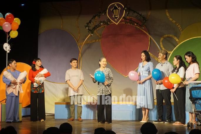 Khóc - cười với anh Bạch bong bóng của NSƯT Thành Lộc - Ảnh 3.