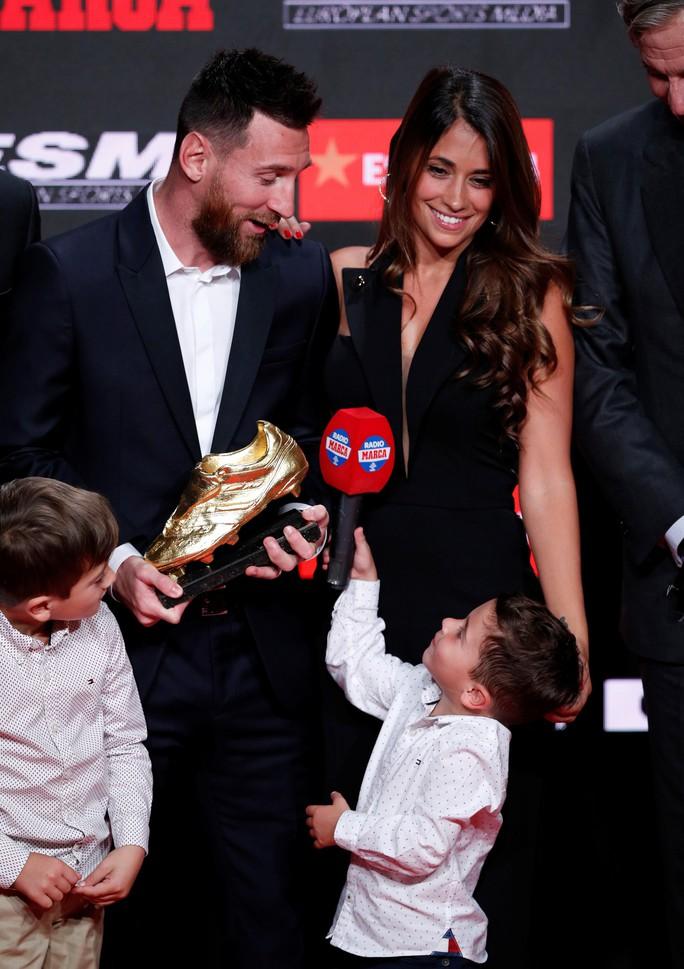 Nhận Chiếc giày vàng thứ 6, Messi tri ân hai nhân vật đặc biệt - Ảnh 11.