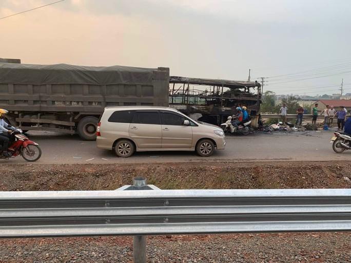 Cháy xe khách, Ban Quản lý cao tốc Bắc Giang – Lạng Sơn mở lối phân làn - Ảnh 1.