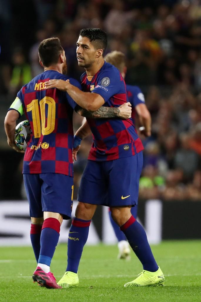 Nhận Chiếc giày vàng thứ 6, Messi tri ân hai nhân vật đặc biệt - Ảnh 2.