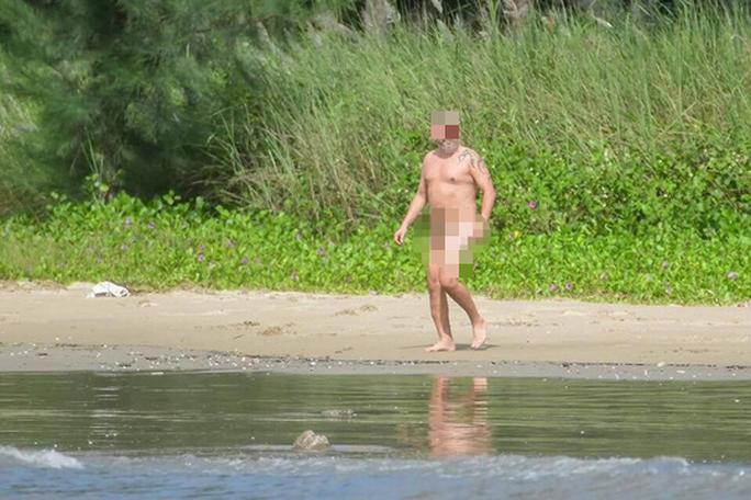 Du khách khỏa thân tắm biển Đà Nẵng: Phản cảm nhưng chưa có chế tài xử phạt - Ảnh 1.