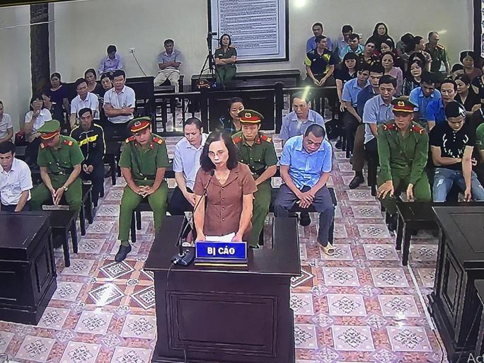 Xử gian lận điểm thi: Công bố tin nhắn 3 lần vợ Chủ tịch tỉnh Hà Giang nhờ vả - Ảnh 1.