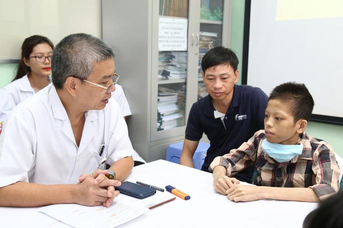 Thiếu niên 17 tuổi, nặng 30 kg được xuất viện sau ghép phổi 10 tháng  - Ảnh 1.