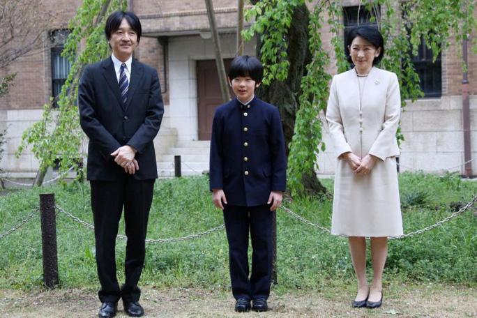 """Gánh nặng Hoàng gia Nhật đặt trên vai """"Hoàng tử bé"""" - Ảnh 1."""