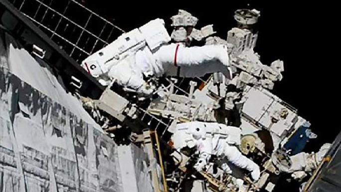 Sứ mệnh lịch sử của 2 nữ phi hành gia ngoài không gian - Ảnh 2.