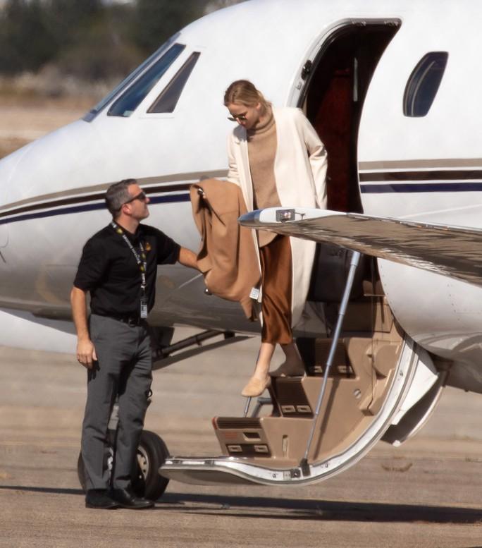 Hàng loạt sao tề tựu đám cưới mỹ nhân Jennifer Lawrence - Ảnh 1.