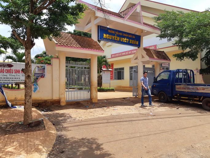 Giáo viên tố cáo chủ tịch huyện chống lưng cho hiệu trưởng - Ảnh 1.