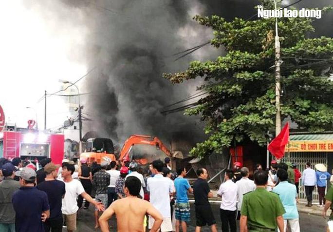 Cháy chợ Còng ở Thanh Hóa, 260 ki-ốt bị thiêu rụi, thiệt hại tiền tỉ - Ảnh 2.