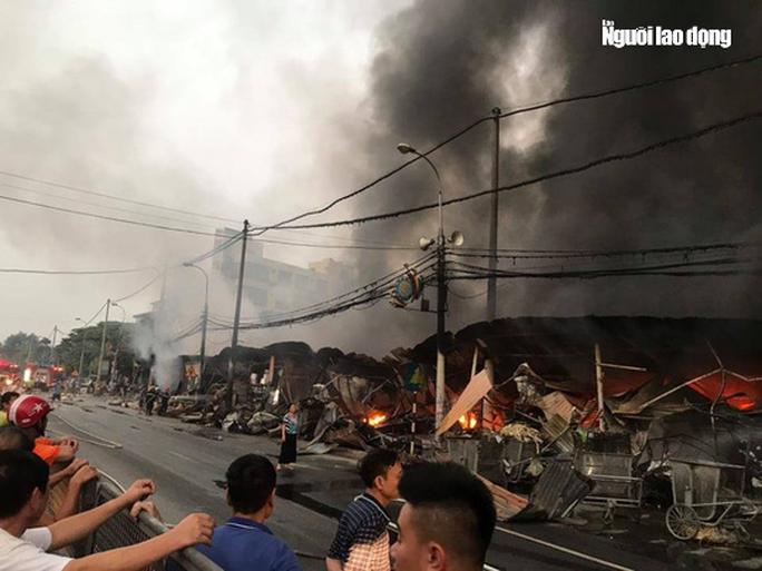 Cháy chợ Còng ở Thanh Hóa, 260 ki-ốt bị thiêu rụi, thiệt hại tiền tỉ - Ảnh 3.